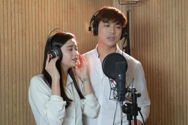 Vợ chồng Trương Quỳnh Anh quấn quýt đi thu âm  Âm Nhạc Ca Sĩ