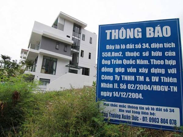 Người mua đất tại dự án Ocean View gắn bảng thông báo để xác định với do lô đất bị CĐT bán cho nhiều người. Ảnh: TL