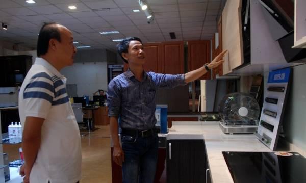 Từ XKLĐ, anh Nguyễn Sơn hiện đã là chủ của một hệ thống cửa hàng bán nội thất thuộc diện lớn nhất nhì TP. Đồng Hới