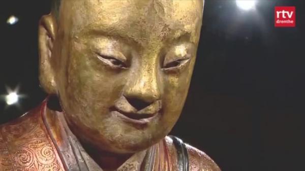kinh-ngac-tuong-phat-1000-nam-tuoi-chua-xac-uop-thien-su-Hinh-7