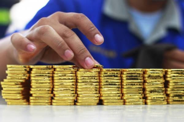 Bị cáo nói có 12 kg vàng và bán cho người mua với giá chiết khấu REUTERS