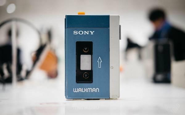 Sony chỉ tập trung vào trải nghiệm nghe nhạc trên Walkman. Ảnh: The Verge.