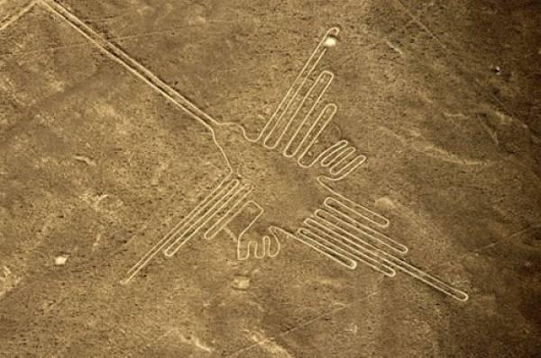 Một trong những hình vẽ chạm khắc ở Nazca dài 93 mét.