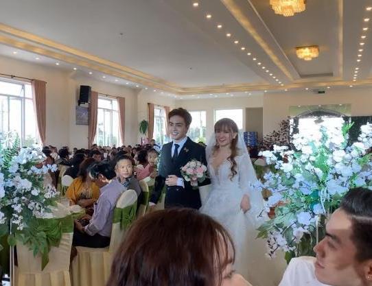 Thu Thủy hạnh phúc bên chồng trẻ kém 10 tuổi trong hôn lễ