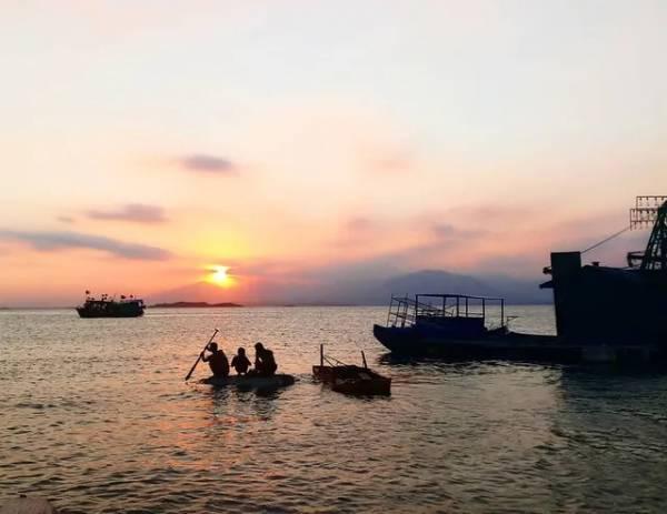 """Đảo Cái Chiên - hòn đảo được ví như """"thiên đường lãng quên"""" ở Quảng Ninh. Ảnh: @tran_thy_anh"""