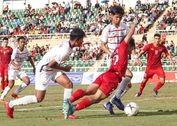 U18 Việt Nam (áo đỏ) thất bại tại giải U18 Đông Nam Á vì nhiều nguyên nhân dồn vào...