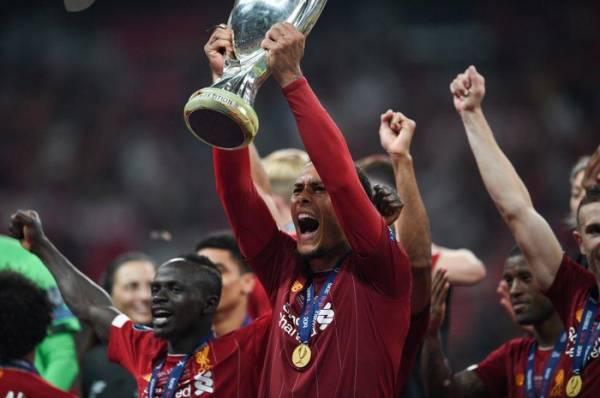 Van Dijk vừa cùng Liverpool đoạt Siêu cúp châu Âu sau khi đánh bại Chelsea