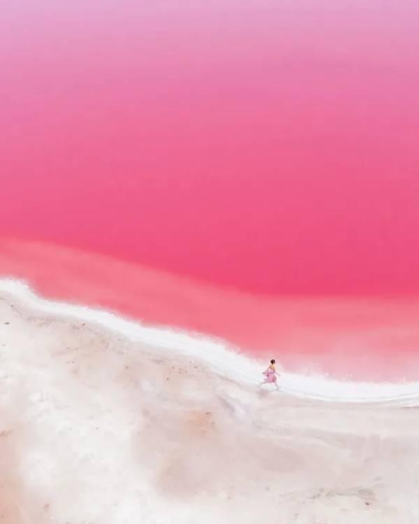 Vẻ đẹp kỳ diệu của tạo hóa với hồ nước màu hồng như cổ tích