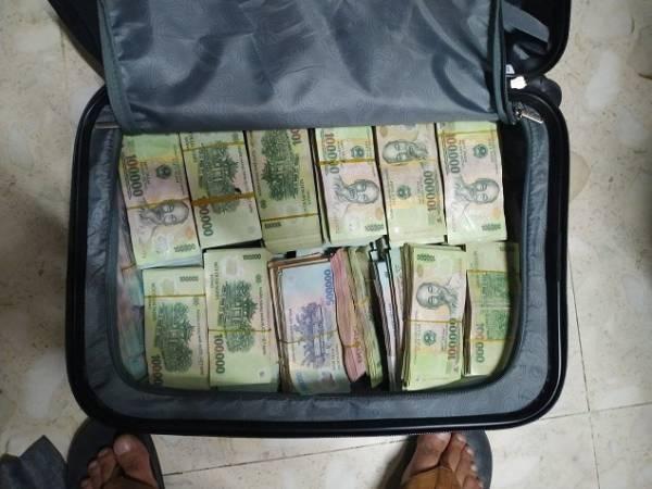 Kết quả hình ảnh cho Bắt hai thanh niên đột nhập nhà dân, trộm gần 12 tỷ đồng