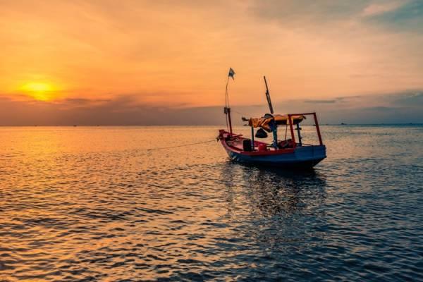 Ngắm hoàng hôn Bãi Trường là một trong những trải nghiệm khó quên cho mỗi du khách khi đặt chân đến đảo Ngọc.