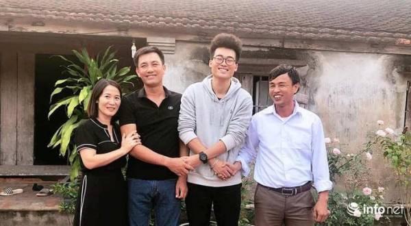 Cuộc hội ngộ đặc biệt giữa 2 thầy giáo với gia đình em Phạm Việt Hùng ở quê hương Nghệ An.