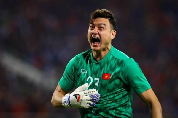 Đặng Văn Lâm có hiệp thi đấu xuất sắc trước Thái Lan khi cản phá thành công một cút sút 11m của đối phương. Ảnh: Hoàng Hà.