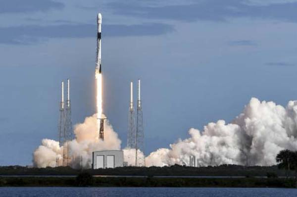 Tàu SpaceX giao hàng lên Mặt trăng vào năm 2022