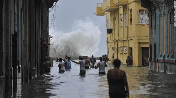 Bão Irma để lại lũ lụt nghiêm trọng sau khi đổ bộ vào Cuba vào tháng 9/2017. Ảnh: CNN