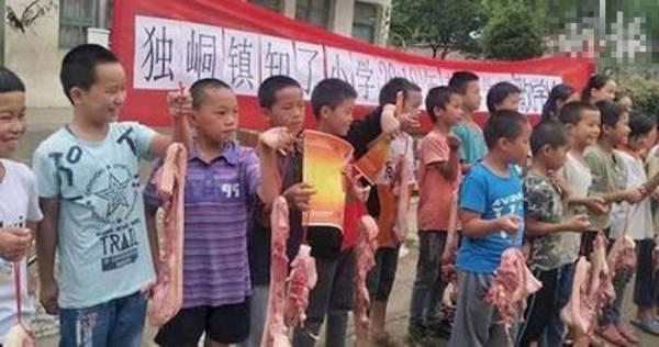 Thưởng nóng thịt lợn cho học sinh giỏi.