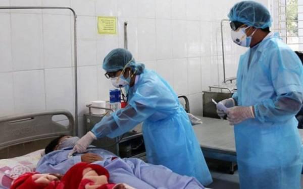 Các bệnh nhân người Việt Nam nghi bị nhiễm virus Corona mới đang được điều trị tại Bệnh viện Đa khoa tỉnh Lào Cai. (ảnh: L.T).