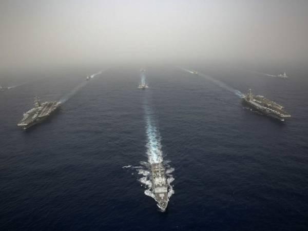 Hạm đội 7 Hải quân Mỹ tập trận trên biển Đông tháng 7-2019. Ảnh: AP