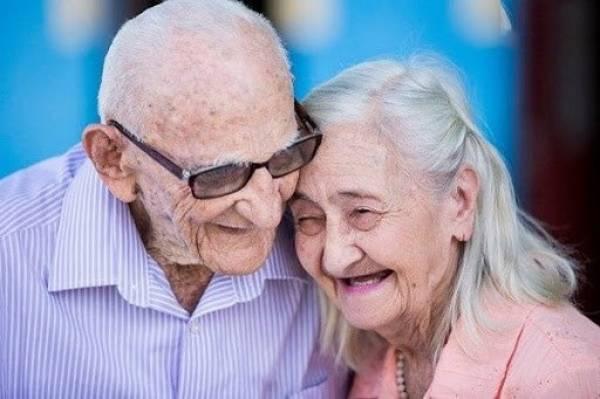Truyện cười hay: Bí mật đằng sau ông cụ U100 luôn gọi vợ là 'Em yêu'