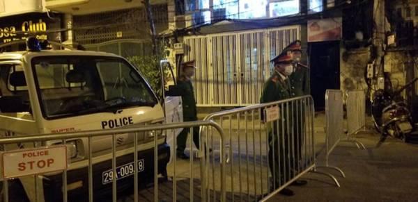 Lực lượng chức năng khẩn trương cách ly khu phố Trúc Bạch nơi ở của bệnh nhân COVID-19 thứ 17