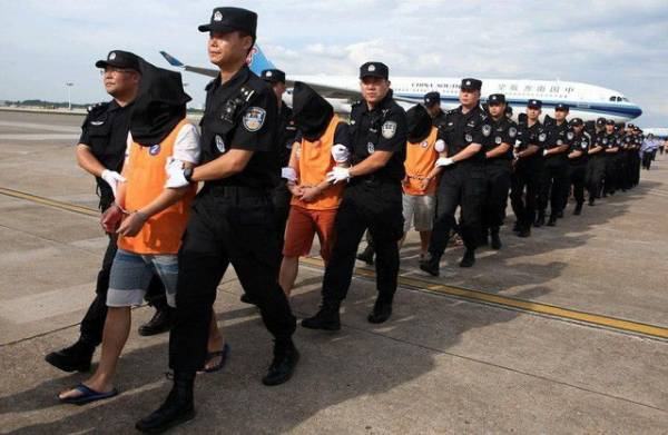 Filipino police arrested 90 Chinese people involved in online gambling