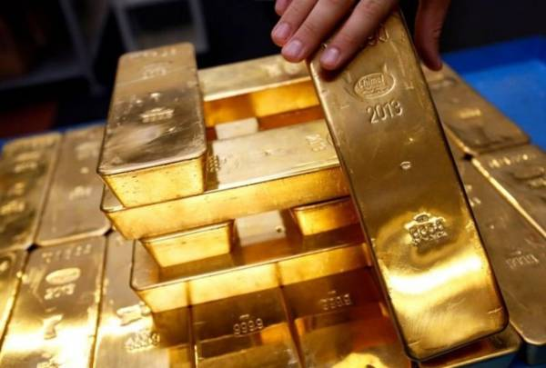 Who is the 'tycoon' who holds the most gold in the world?
