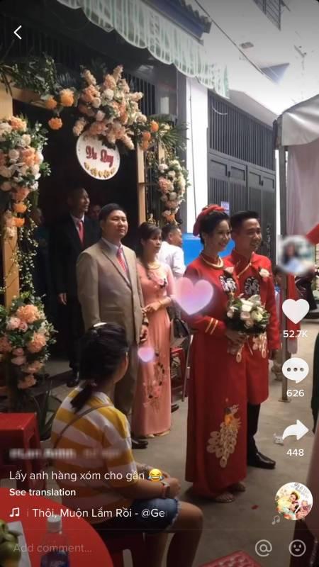 Xôn xao đám cưới của cặp đôi đối diện nhà nhau, cô dâu cười như vỡ làng: Muốn về nhà ngoại bao giờ cũng được