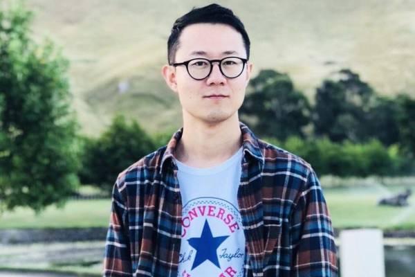 Thầy giáo bị nhà trường điều tra, chỉ trích vì công khai đồng tính