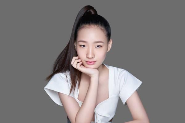 Con gái Tiểu S sở hữu thần thái của siêu mẫu hàng đầu
